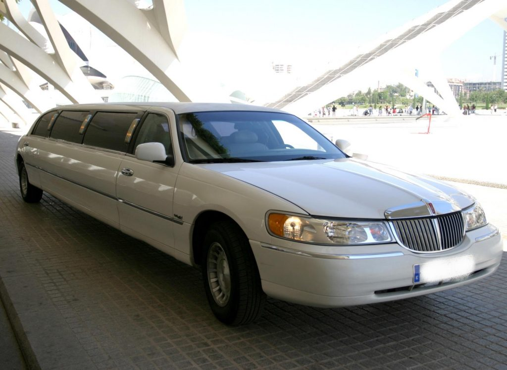 LIMUSINA LINCOLN TOWN CAR LONGITUD 11 PLAZAS